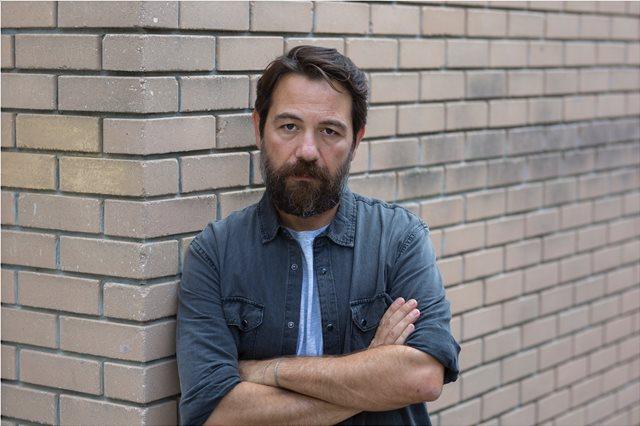 «Τι είναι ακριβώς η τηλεθέαση και τι μετράει;», αναρωτιέται ο ηθοποιός Αλέξανδρος Λογοθέτης