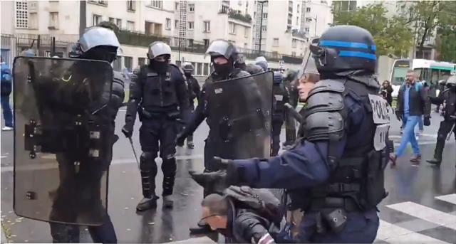 Παρίσι: Το viral βίντεο του «Νειμάρ» με τα «κίτρινα γιλέκα»