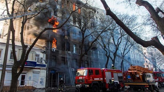 Ουκρανία: 14 αγνοούμενοι έπειτα από φωτιά σε κτήριο