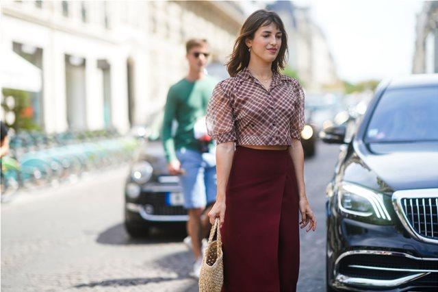 Oι πιο κολακευτικές midi φούστες που μπορείς να αγοράσεις τώρα
