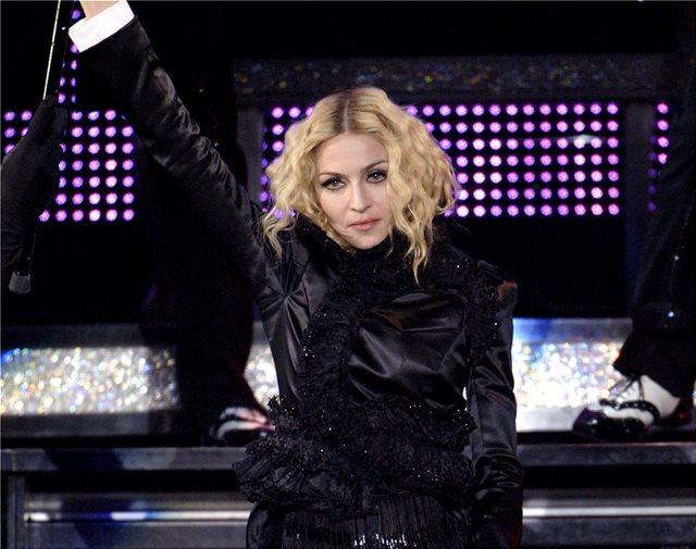 Αγνώριστη η Madonna – Ποζάρει topless και χωρίς ίχνος μακιγιάζ στο μπάνιο της