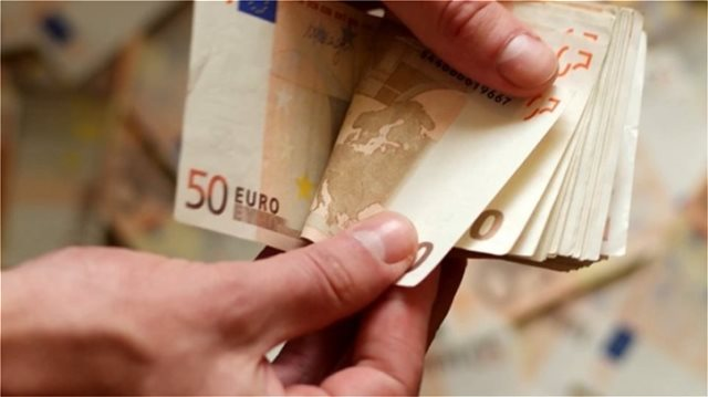 ΟΙΚΟΝΟΜΙΚΗ ΕΝΙΣΧΥΣΗ 900 ΕΥΡΩ: ΠΟΙΟΙ ΟΙ ΔΙΚΑΙΟΥΧΟΙ - ΠΟΤΕ ΘΑ ΤΗ ΛΑΒΟΥΝ