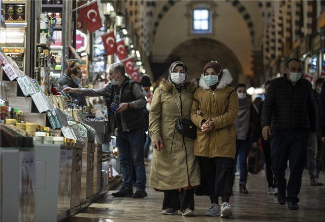 Τουρκία: Διαδοχικά αρνητικά ρεκόρ – Σχεδόν 56.000 κρούσματα