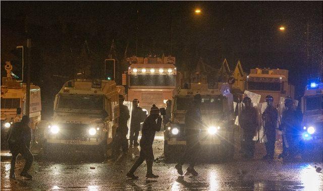 Νέες ταραχές στη Βόρεια Ιρλανδία: Μολότοφ και συγκρούσεις στο Μπέλφαστ
