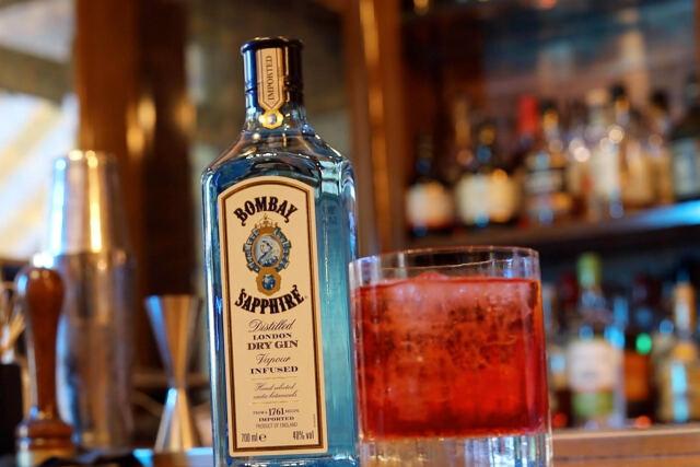 BOMBAY SAPPHIRE FINE DRINKING GUIDE: ΔΟΚΙΜΑΣΤΕ ΤΑ ΤΡΙΑ ΚΟΚΤΕΙΛ ΤΟΥ ΦΕΤΙΝΟΥ ΚΑΛΟΚΑΙΡΙΟΥ
