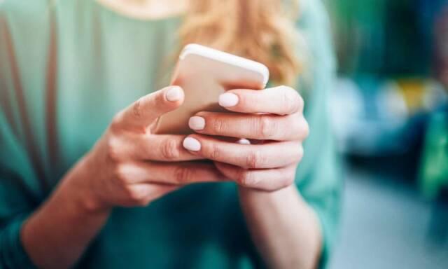 Έρευνα: Eθισμένοι με τα social media οι Έλληνες - Ενεργοί χρήστες τέσσερις στους πέντε