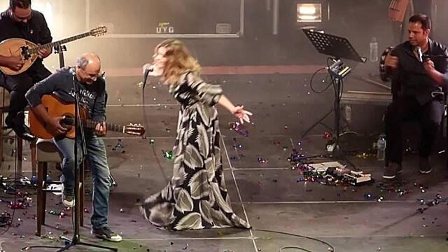 Νατάσσα Μποφίλιου: Ανέβασε στη σκηνή τον μπαμπά της και μαζί τραγούδησαν Θεοδωράκη - Βίντεο