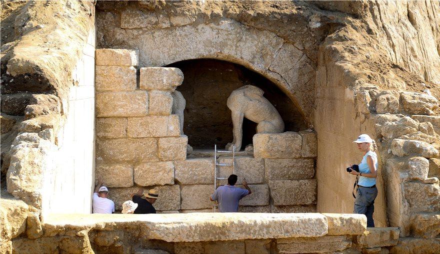 Αμφίπολη: Ο Μέγας Αλέξανδρος πυροδοτεί ξανά πόλεμο αρχαιολόγων