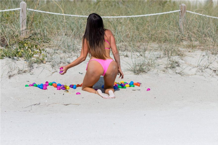 Claudia-Romani-Pink-Bikini-29