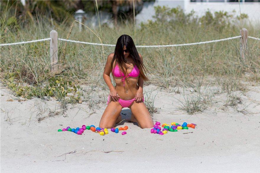 Claudia-Romani-Pink-Bikini-33