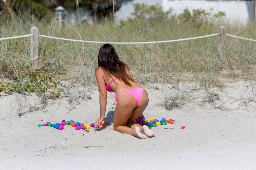Claudia-Romani-Pink-Bikini-7