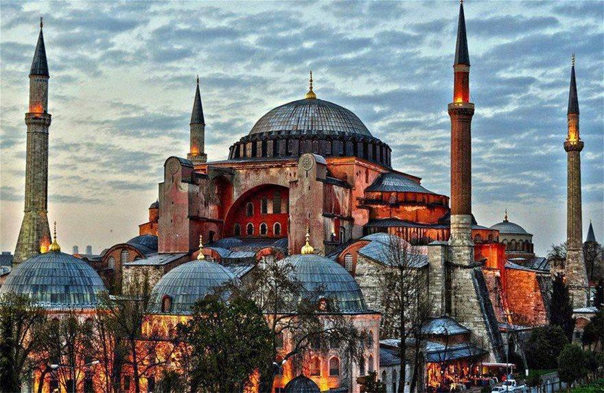 hagia-sophia-ayasofya-istanbul-turkey-890x580