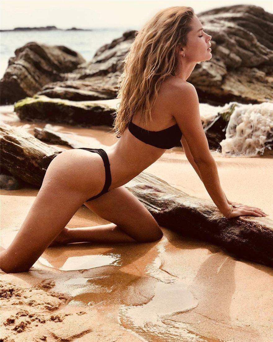 Doutzen-Kroes-Bikini-11