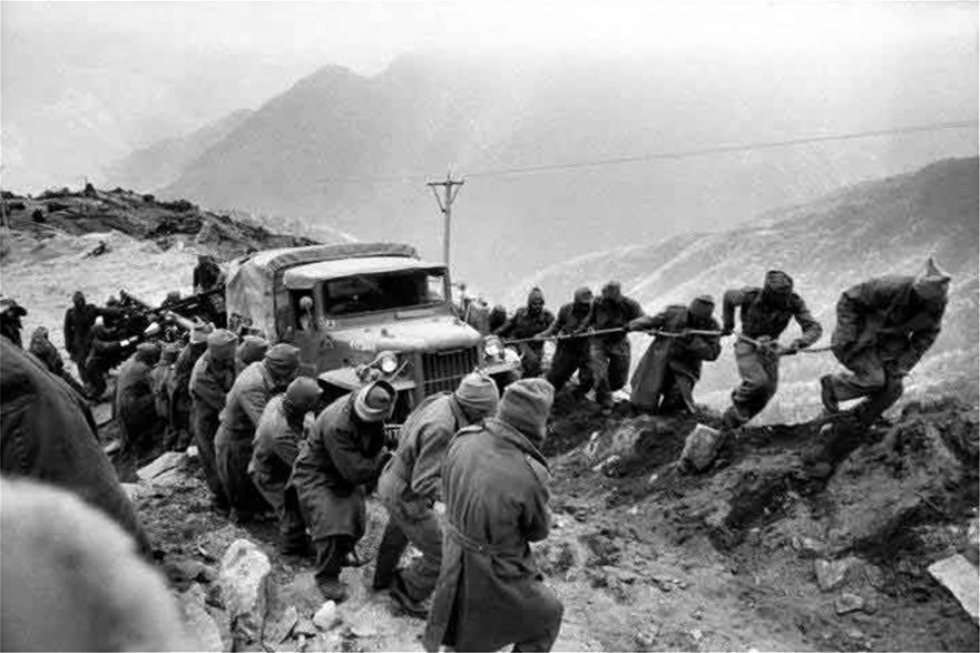 1962_Indian-troops-forming-