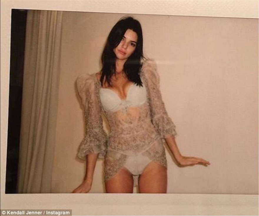 4C8160E600000578-5753891-Meanwhile_model_Kendall_Jenner_slipped_into_a_lay_ensemble_to_do-a-75_1526932773405