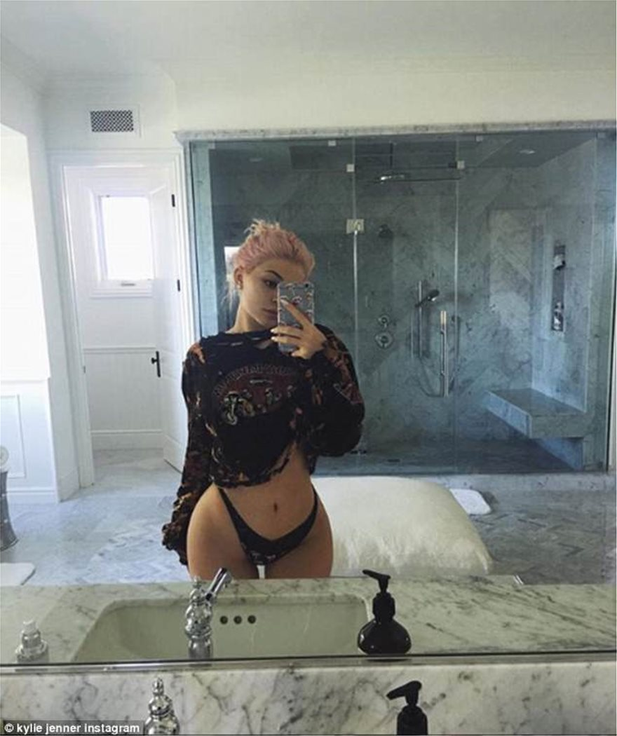 Kylie_Jenner_was_sure_to_show_off_-a-77_1526932805715