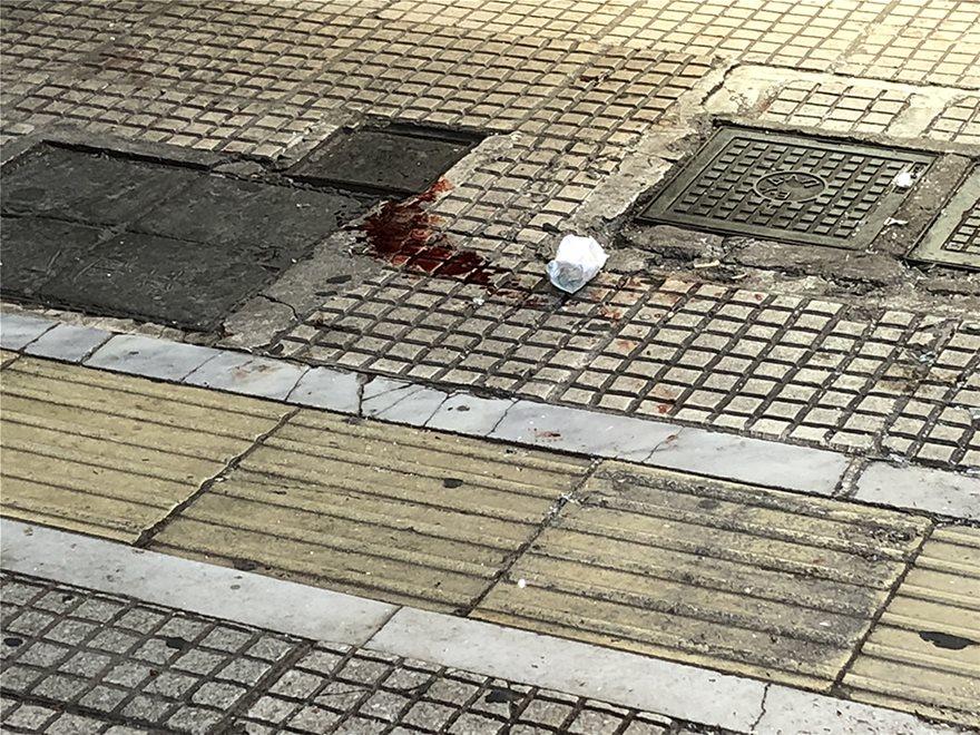 Καρέ – καρέ η ληστεία στο κοσμηματοπωλείο της οδού Γλαδστώνος που κατέληξε  σε βαρύ τραυματισμό και στο θάνατο του ληστή ef7b8cc370c