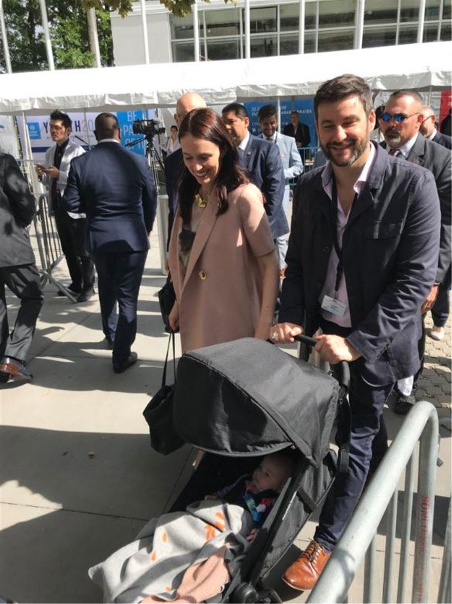 Φωτογραφίες  Η πρωθυπουργός της Νέας Ζηλανδίας με την 3 μηνών κόρη ... 29f93abcde3