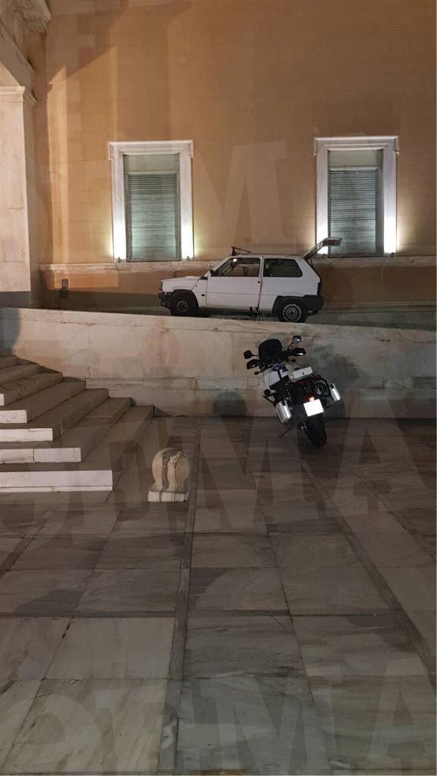 panda_arthro  Αυτό είναι το Fiat Panda που... εισέβαλε στη Βουλή ! panda arthro