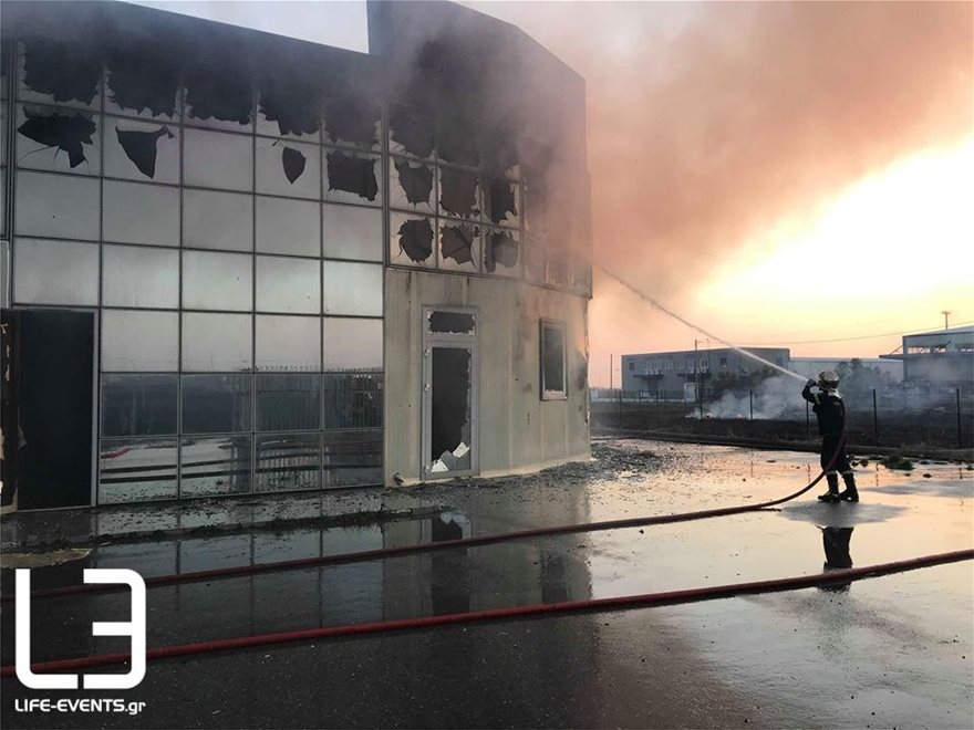 0103fotia-kaloxori2  Νεκρός πυροσβέστης σε φωτιά στη Σίνδο 0103fotia kaloxori2