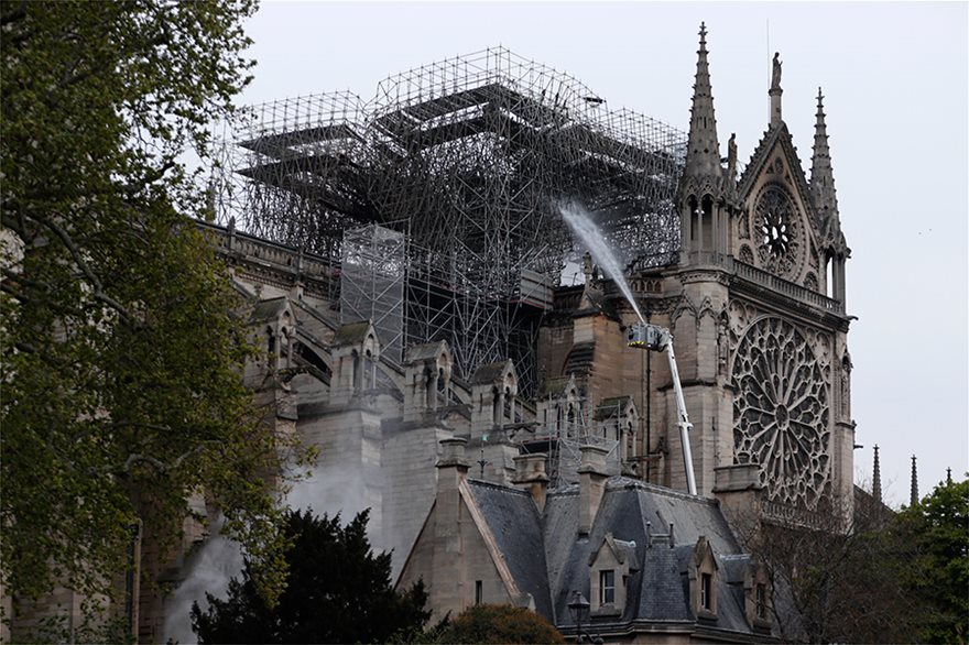notre-dame-day-after02