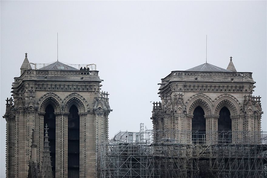 notre-dame-day-after04