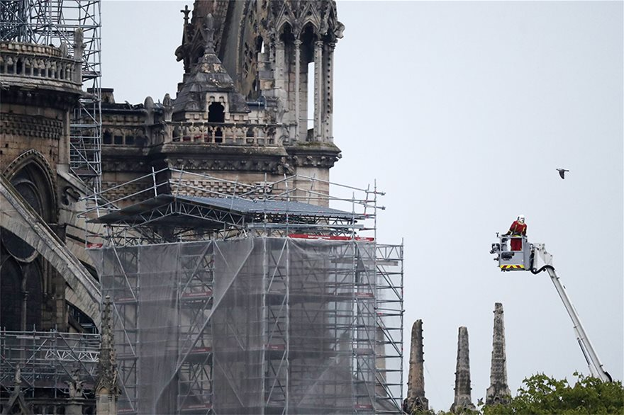 notre-dame-day-after06