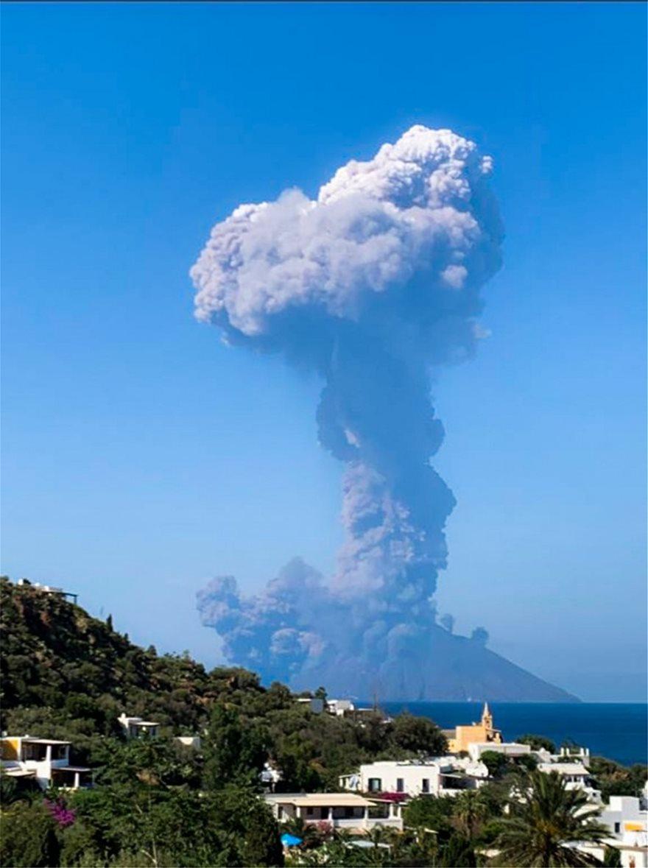 italia-volcano-stromboli