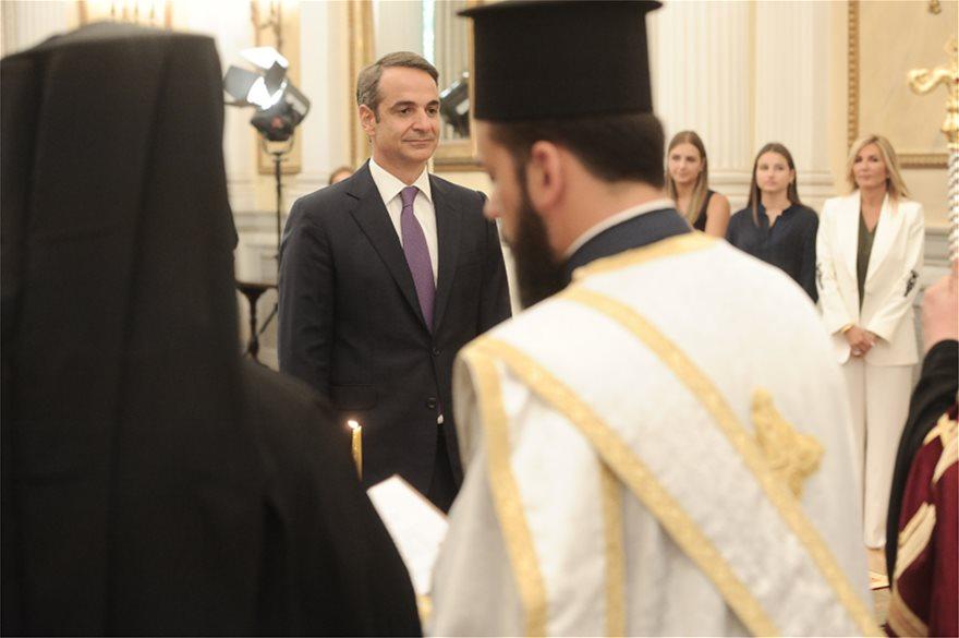 mhtsot_agkal_ork9  Νέος πρωθυπουργός ο Κυριάκος Μητσοτάκης: Η ορκωμοσία και η παραλαβή στο Μαξίμου από τον Τσίπρα mhtsot agkal ork9