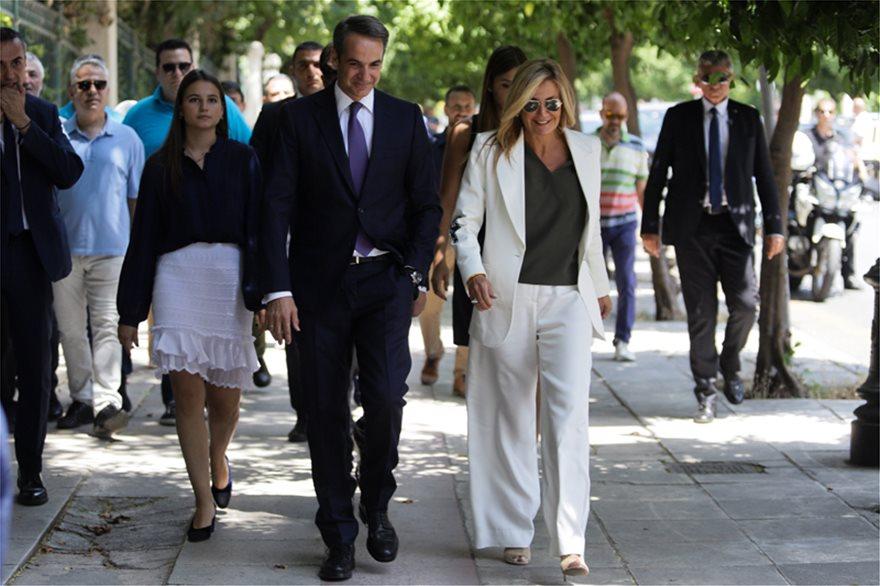 mhtss  Νέος πρωθυπουργός ο Κυριάκος Μητσοτάκης: Η ορκωμοσία και η παραλαβή στο Μαξίμου από τον Τσίπρα mhtss