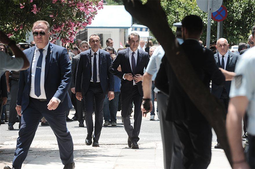 xeirapsia04  Νέος πρωθυπουργός ο Κυριάκος Μητσοτάκης: Η ορκωμοσία και η παραλαβή στο Μαξίμου από τον Τσίπρα xeirapsia04