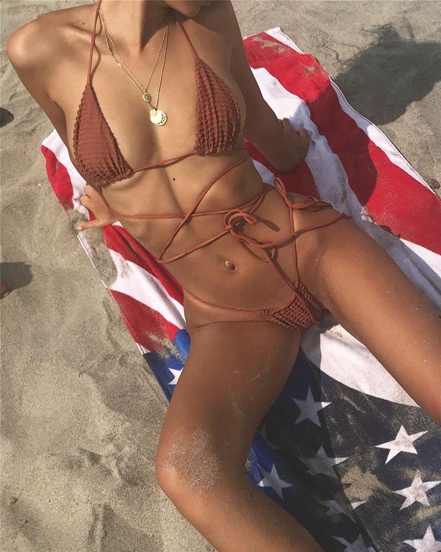 Emily-Ratajkowski-Sexy-String-Bikini-2