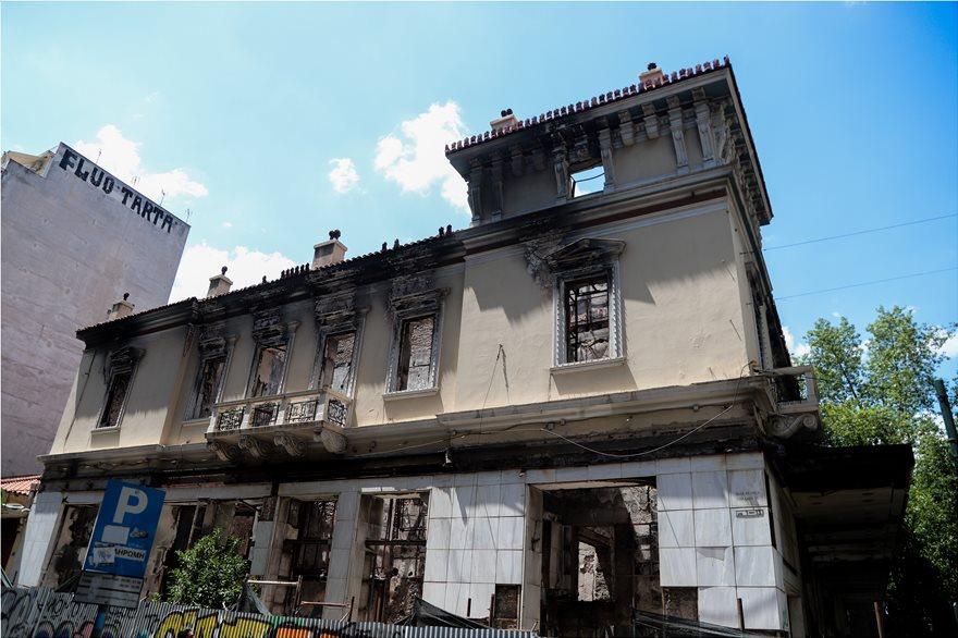 4857714  Φωτογραφικό οδοιπορικό μετά τα 5,1 Ρίχτερ: Έπεσαν παλιά κτίρια, κατέρρευσε το ταινιοδρόμιο στον Πειραιά 4857714