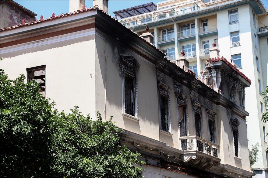 4857728  Φωτογραφικό οδοιπορικό μετά τα 5,1 Ρίχτερ: Έπεσαν παλιά κτίρια, κατέρρευσε το ταινιοδρόμιο στον Πειραιά 4857728