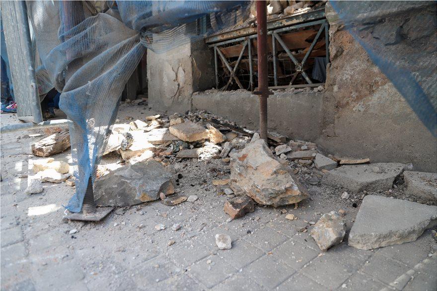 4857811  Φωτογραφικό οδοιπορικό μετά τα 5,1 Ρίχτερ: Έπεσαν παλιά κτίρια, κατέρρευσε το ταινιοδρόμιο στον Πειραιά 4857811