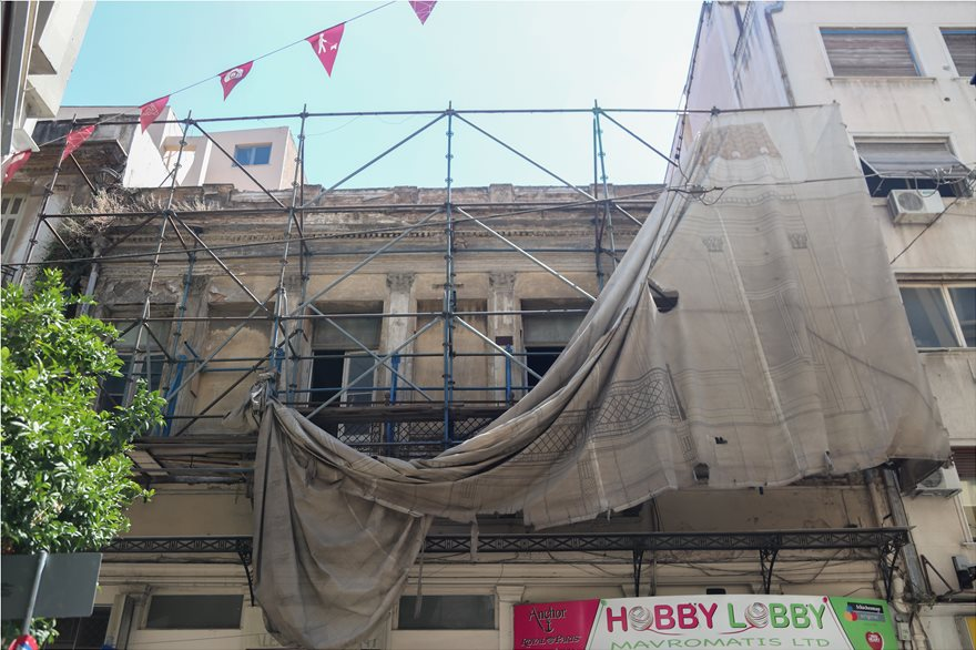 4857820  Φωτογραφικό οδοιπορικό μετά τα 5,1 Ρίχτερ: Έπεσαν παλιά κτίρια, κατέρρευσε το ταινιοδρόμιο στον Πειραιά 4857820
