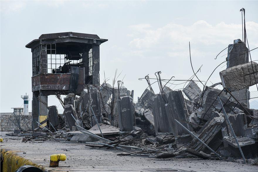 4857876  Φωτογραφικό οδοιπορικό μετά τα 5,1 Ρίχτερ: Έπεσαν παλιά κτίρια, κατέρρευσε το ταινιοδρόμιο στον Πειραιά 4857876