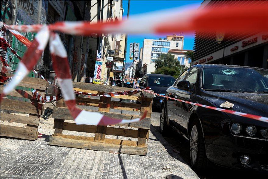 4857958  Φωτογραφικό οδοιπορικό μετά τα 5,1 Ρίχτερ: Έπεσαν παλιά κτίρια, κατέρρευσε το ταινιοδρόμιο στον Πειραιά 4857958