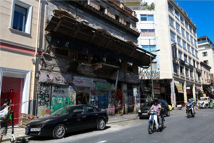 4857962  Φωτογραφικό οδοιπορικό μετά τα 5,1 Ρίχτερ: Έπεσαν παλιά κτίρια, κατέρρευσε το ταινιοδρόμιο στον Πειραιά 4857962