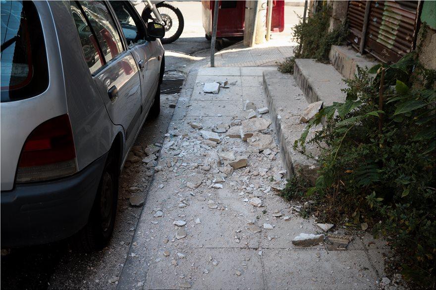 4857971  Φωτογραφικό οδοιπορικό μετά τα 5,1 Ρίχτερ: Έπεσαν παλιά κτίρια, κατέρρευσε το ταινιοδρόμιο στον Πειραιά 4857971