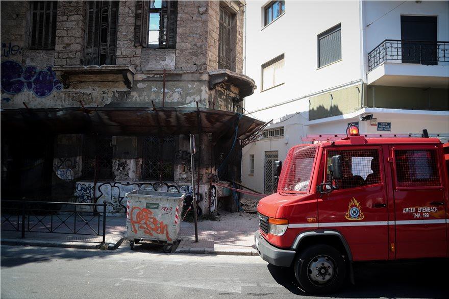 4857976  Φωτογραφικό οδοιπορικό μετά τα 5,1 Ρίχτερ: Έπεσαν παλιά κτίρια, κατέρρευσε το ταινιοδρόμιο στον Πειραιά 4857976