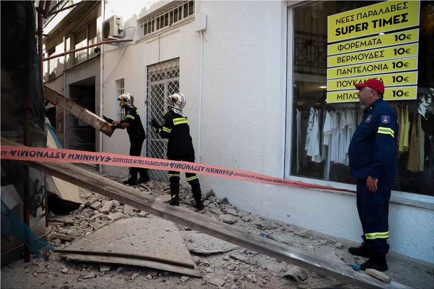 4857977  Φωτογραφικό οδοιπορικό μετά τα 5,1 Ρίχτερ: Έπεσαν παλιά κτίρια, κατέρρευσε το ταινιοδρόμιο στον Πειραιά 4857977