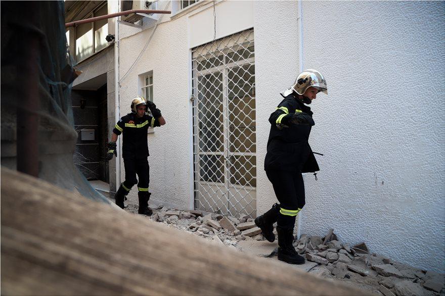 4857982  Φωτογραφικό οδοιπορικό μετά τα 5,1 Ρίχτερ: Έπεσαν παλιά κτίρια, κατέρρευσε το ταινιοδρόμιο στον Πειραιά 4857982