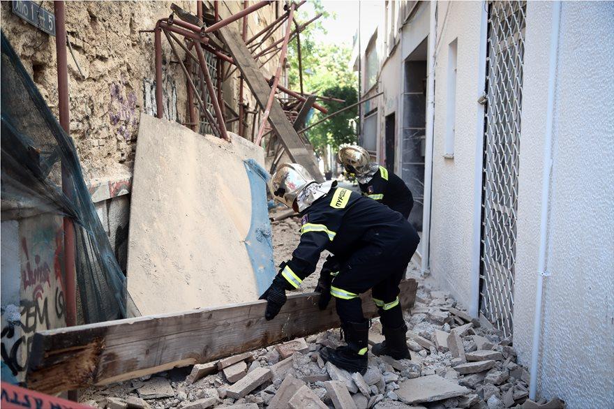 4857983  Φωτογραφικό οδοιπορικό μετά τα 5,1 Ρίχτερ: Έπεσαν παλιά κτίρια, κατέρρευσε το ταινιοδρόμιο στον Πειραιά 4857983