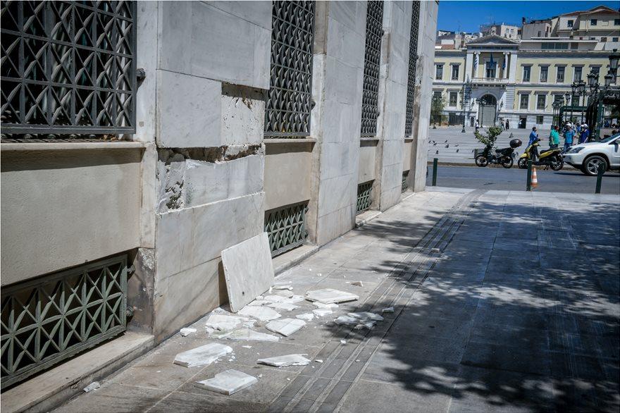 4857989  Φωτογραφικό οδοιπορικό μετά τα 5,1 Ρίχτερ: Έπεσαν παλιά κτίρια, κατέρρευσε το ταινιοδρόμιο στον Πειραιά 4857989