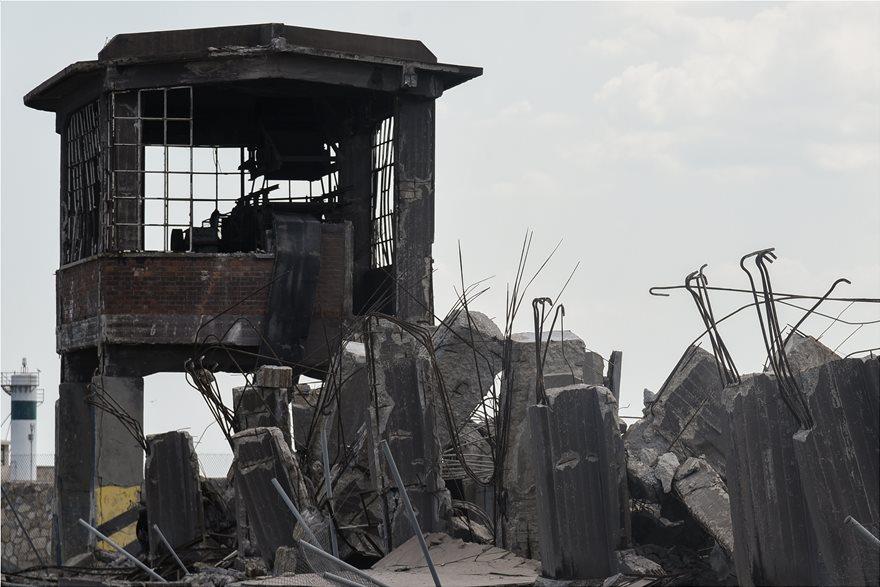 4857994  Φωτογραφικό οδοιπορικό μετά τα 5,1 Ρίχτερ: Έπεσαν παλιά κτίρια, κατέρρευσε το ταινιοδρόμιο στον Πειραιά 4857994