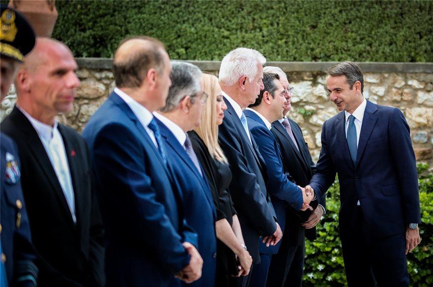 deksiosi-mitsotakis-tsipras-ena