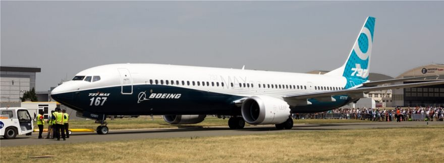 boeing_737_max_at_the_paris_air_show_2017_crop