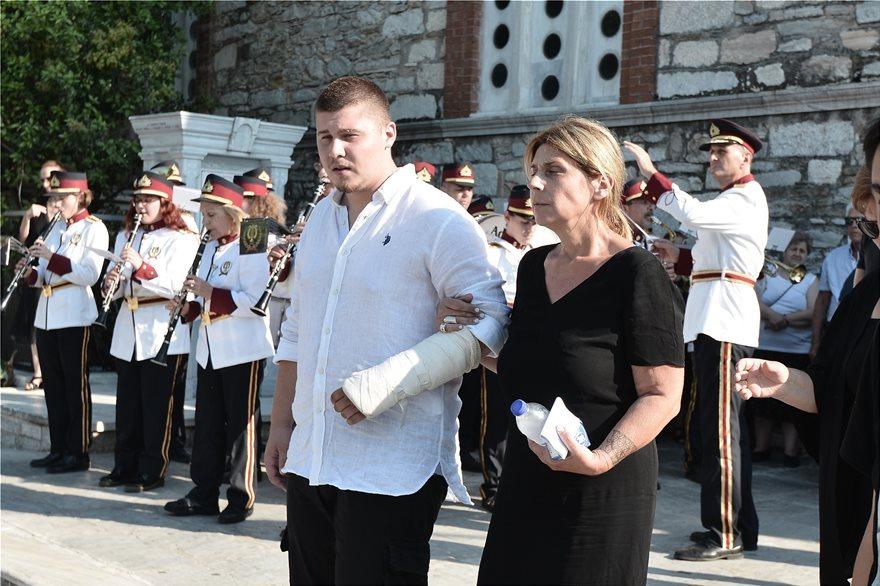 Είπαν το τελευταίο αντίο στον «ήρωα» ψαρά Κώστα Αρβανίτη