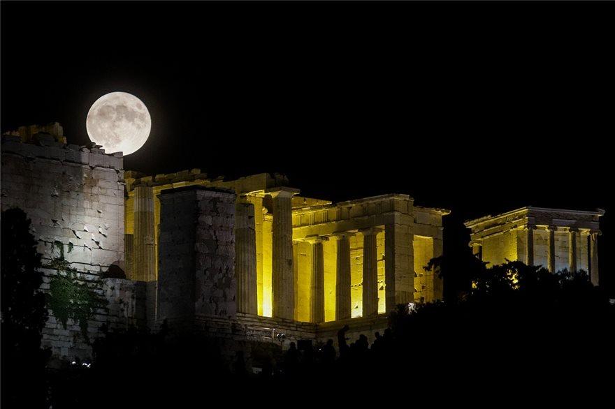feggari-akropoli-dyo